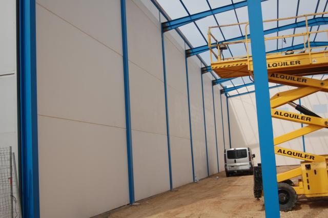 En el montaje y construcción de Naves industriales y agrícolas re