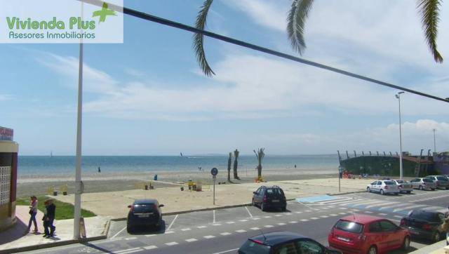 Vendo amplio piso en Santa Pola en primera linea de playa