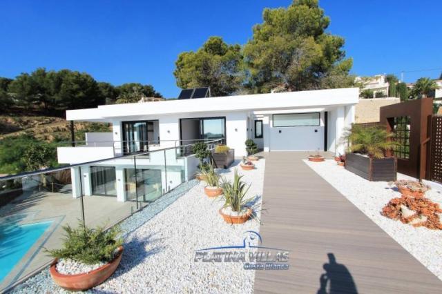 Se vende Villa de lujo con vistas al mar en la costa de Benissa.