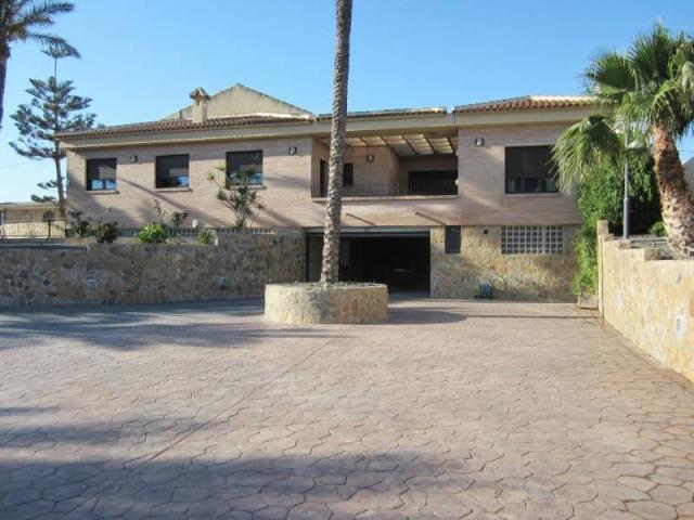 Maganifica Villa de lujo con parque de maquinaria pesada, 500 m2 chalet en 3 pla
