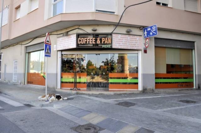 GRANJA-CAFETERÍA EN PLENO FUNCIONAMIENTO EN EL CENTRO DE VENDRELL