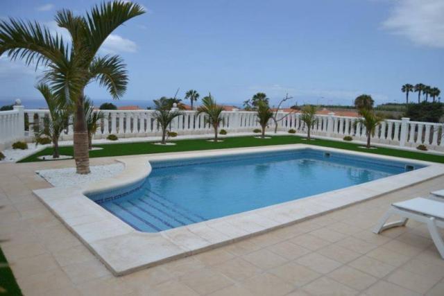 Villa de lujo, en Costa adeje con vistas.