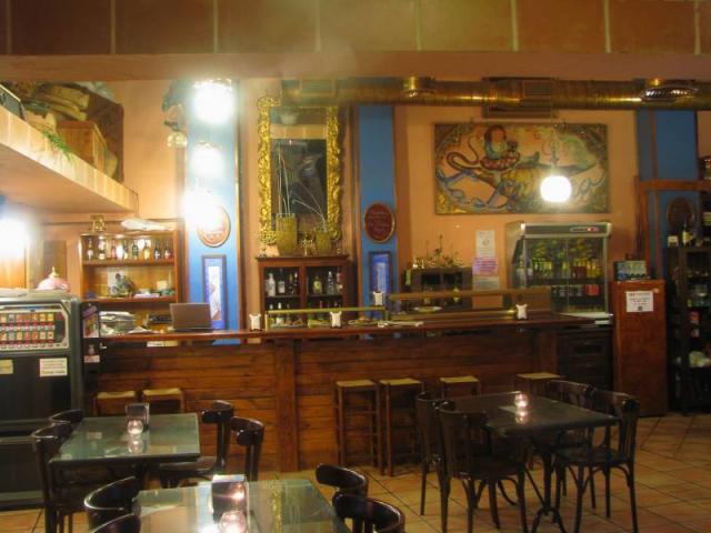Bar Cafetería con Plancha y Licencia en pleno funcionamiento.