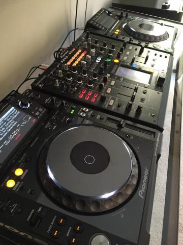 En venta 2x Pioneer CDJ-2000 nexo y DJM-2000 nexo un mezclador