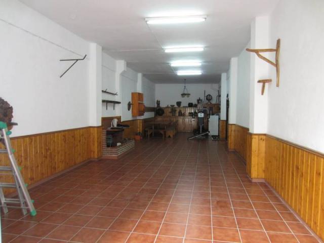 LOCAL DE 75 m2 TOTALMENTE REFORMADO CON VADO Y PROVISTO DE LUZ Y AGUA Y BAÑO