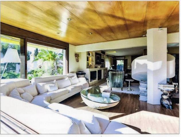 Lujosa villa con exclusivo diseño y vistas panorámicas