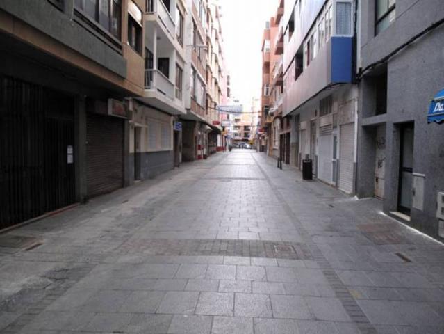 GRAN OPORTUNIDAD, LOCAL EN INMEJORABLE ZONA A UN PASO DE LA PLAYA LAS CANTERAS