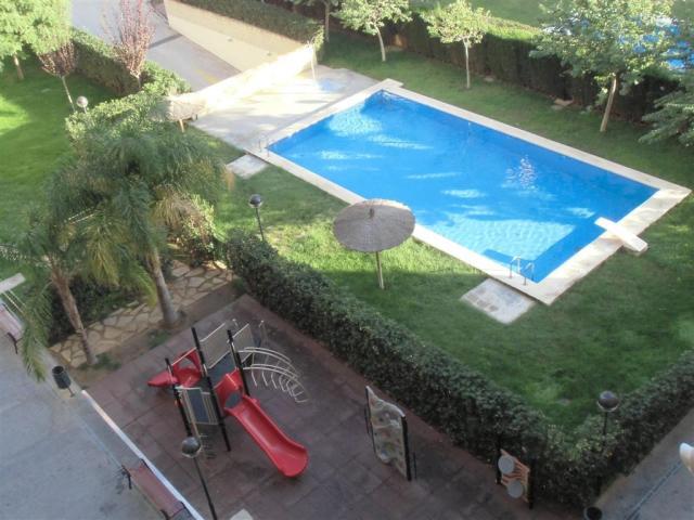 Ocasión piso 100m2 seminuevo con piscina y zona infantil ajardina