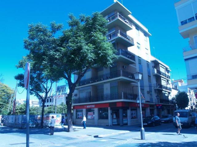 Vivienda 135 m2, con gran exterior a Avenida Eduardo Dato, pegado al Estadio de