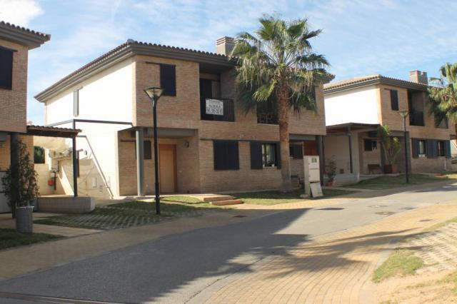 Casa Pareada ubicada en Residencial Privado Los Jilgueros zon Sotolivar Mas del