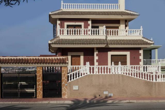 Esta villa de lujo de 400 m2 construida con la más alta calidad del diseño medit