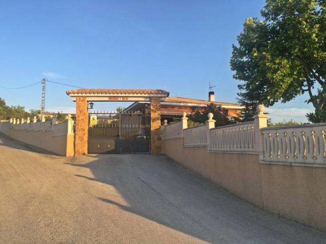 Casa con terreno en Castalla, Alicante
