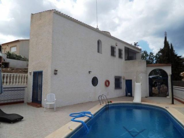 ¡¡GRAN OPORTUNIDAD!! chalet independiente con piscina privada, parcela de 889m2,