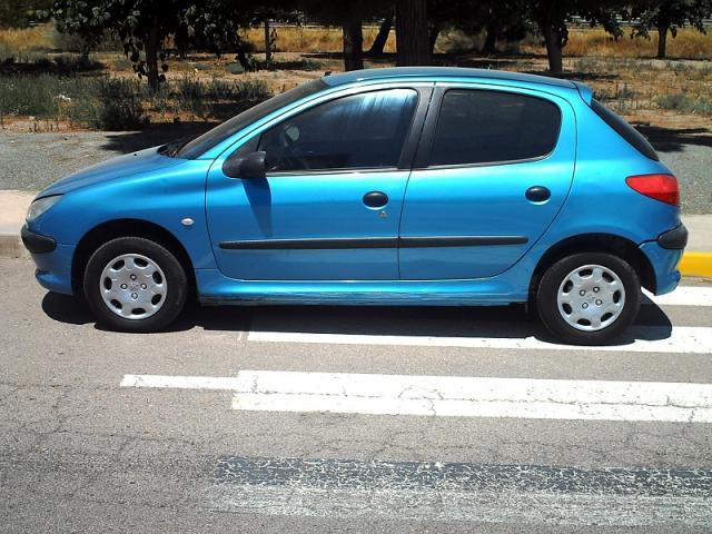 Peugeot 206 1.4 i 75 CV. 5 puertas.