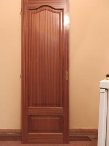 Puertas de armario color sapeli.