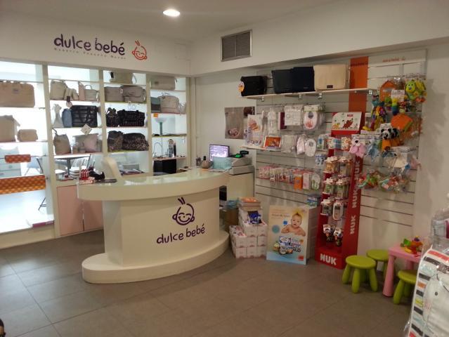 Mobiliario completo para tienda de ropa o artículos de bebé