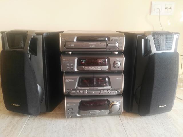 MINICADENA TECHNICS en perfecto estado con compartimento de 5 cd