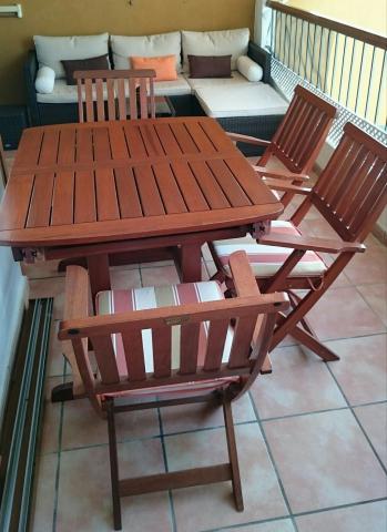 Conjunto mesa, silla y sillones de madera de teca para jardín