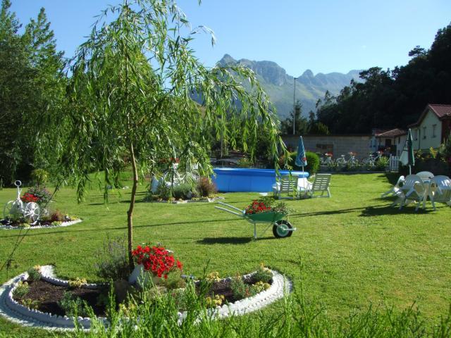 Apto en casa con jardin y piscina a 20 km Laredo