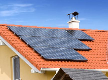 Placas solares para viviendas sobre tejados, energia solar