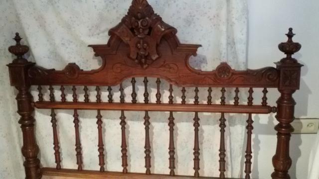 Cama antigua siglo XIX