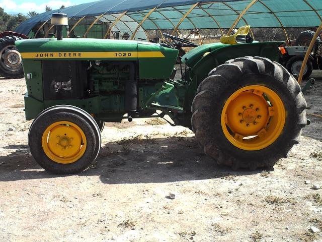 Tractor JOHN DEERE 1020. frutero