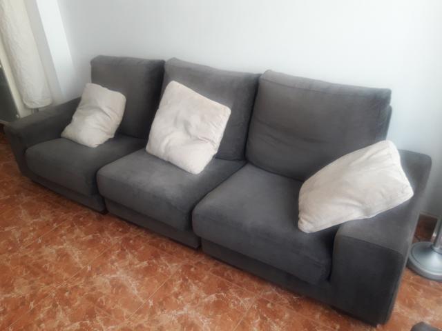Sofa 3 plazas 3 cojines 2 puf