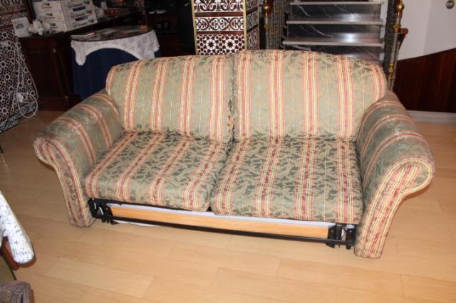 Sofa cama modelo Triana tapizado original con ruedas