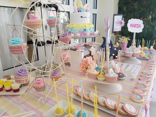 Se vende material para mesas de dulces y decoraciones con globos