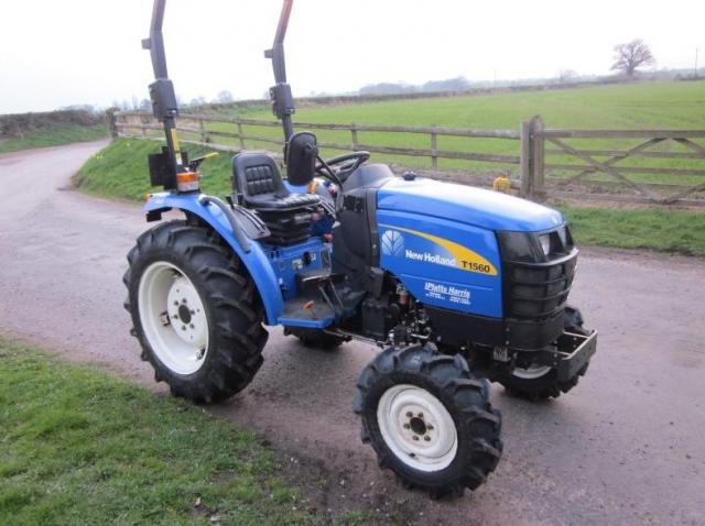 New Holland T1560